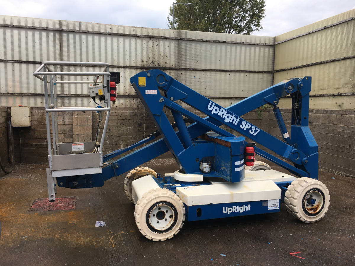 Image of 1996 Upright SP37 DC Articulating Boom Lift